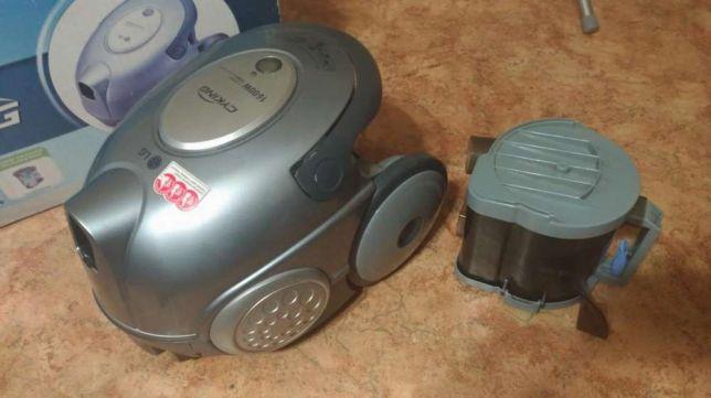 Безмешковый пылесос LG V-C7361HT